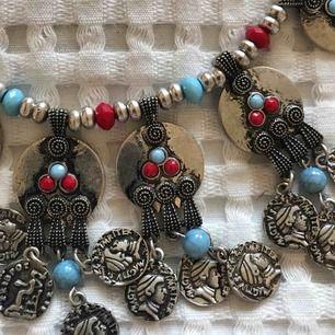 Fint halsband, aldrig använt!🗝 Köparen betalar eventuell frakt💌📯