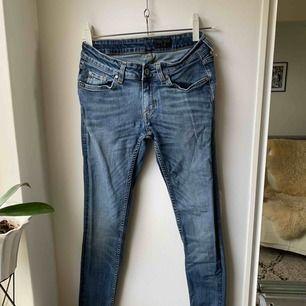Jeans från tiger of sweden • väldigt snygga och mycket bra kvalité • byxorna kan has av både tjejer och lite smalare killar.