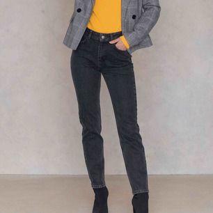 Gråa/svarta jeans från NAKD || storlek 36 (passar säkert xs också) || säljer för 100kr + frakt || använda 2-3 ggr