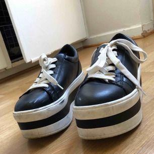 Använda 2 gånger. Dom är jättefina men har alldeles för mycket skor och behöver bli av med en del.