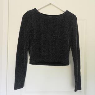 Glittrig långärmad tröja (en aning randig) ✨🌿