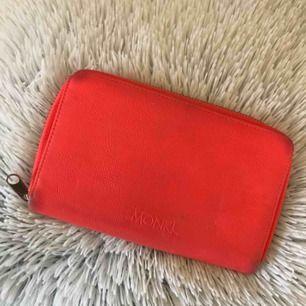 Plånbok från Monki! I begagnat skick!