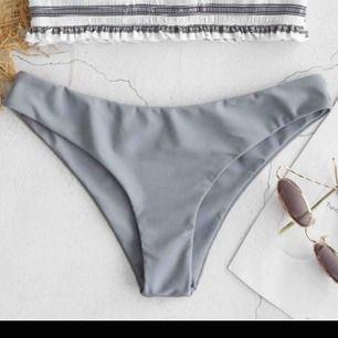 Jättesnygga bikiniunderdel med halvstring Storlek M men skulle säga S, jättefin passform Helt nya, råkade beställa 2  120kr ink frakt