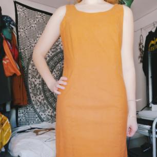 Fin orange klänning med dragkedja bak