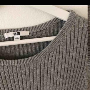 Skön tröja från UNIQLO. 95 % bomull 5 % Cashmir. Storlek S, passar även M