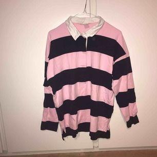 Aldrig förr använd tröja, fick den i present men gillade inte färgen! Lite skrynklig just nu för jag har haft den i garderoben!