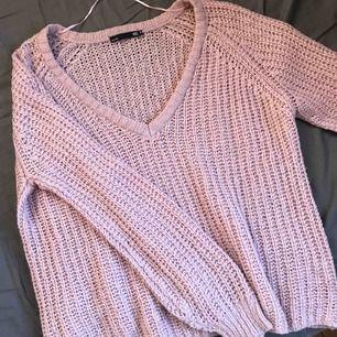 Helt ny stickad tröja som aldrig har använts! Ge bud🦋