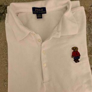 Ralph lauren Polo bear Limited edition T-shirt med krage. Knappt använd.