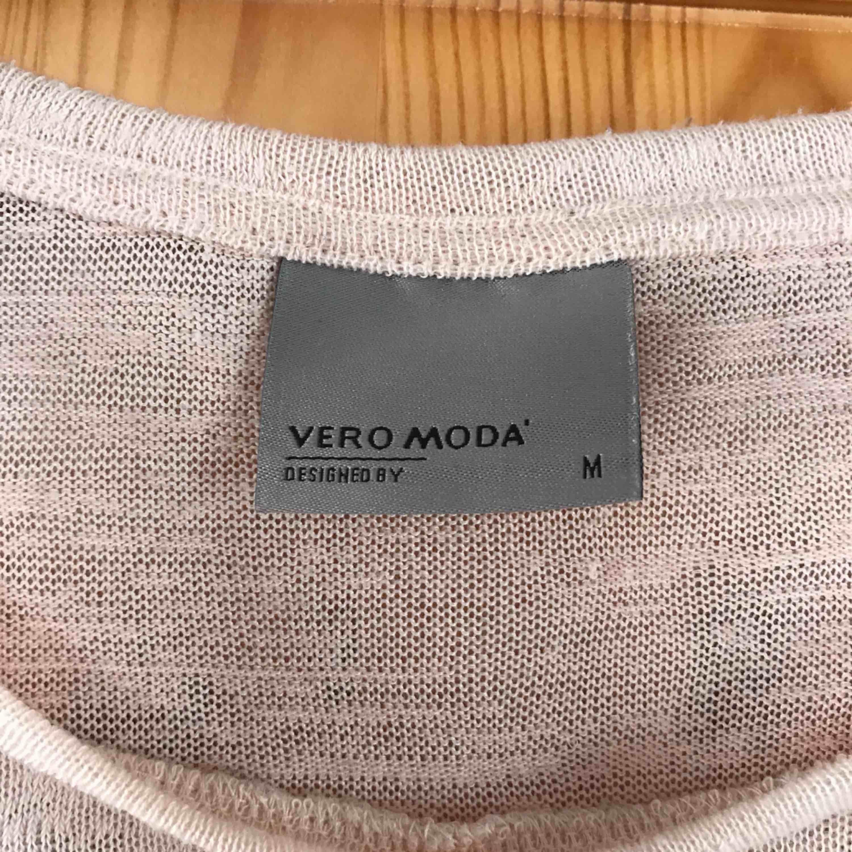 Säljs pga att den kommer aldrig till användning, är så gott som ny!. Tröjor & Koftor.
