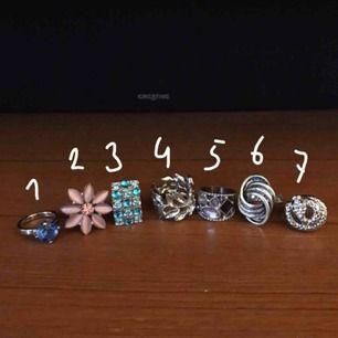 Ringar i olika storlekar och motiv. 10kr/st 💜💜