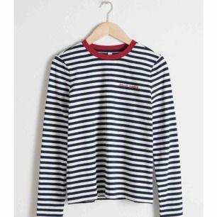 Såååå stilren o ball långärmad T-shirt med populära ränder! Säljs då den ej används o därav i nyskick  Skynda fynda!  Frakt: 55kr