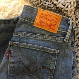 Levis jeans modell 710 super skinny Knappt använda!!