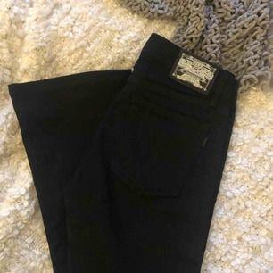 Svarta Crocker jeans boot cut, storlek 28/31 använda en gång