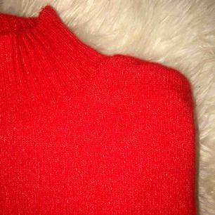 Stickad tröja ifrån gina tricot - klar orange (fast den ser röd ut på bild) Endast provad Säljer pga för stor