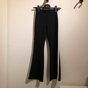 Utsvängda byxor med vita revärer från Gina Tricot, köpta för 299kr i somras. Inkl frakt