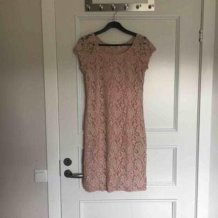 Fin klänning. Använd en gång. Köparens står för frakt.