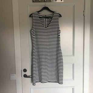 Fin klänning. Använd ett fåtal gånger, bra skick. Köparen står för frakt