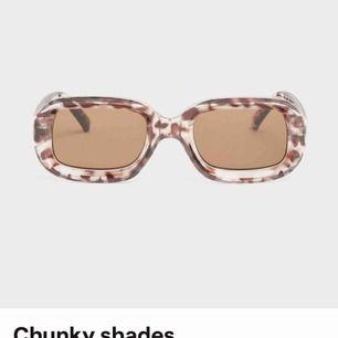 Chuny shades från monki, 90 kr nypris. Aldrig använda