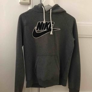 Nike hoodie använd fåtal gånger. Möts upp i Stockholm.
