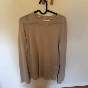 Stickad tunn tröja från Wera Stockholm. Frakt tillkommer