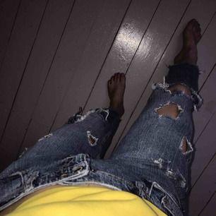 Boyfriend jeans från river island. Mycket håliga men fett coola. Pris kan diskuteras. Köparen står för frakt.