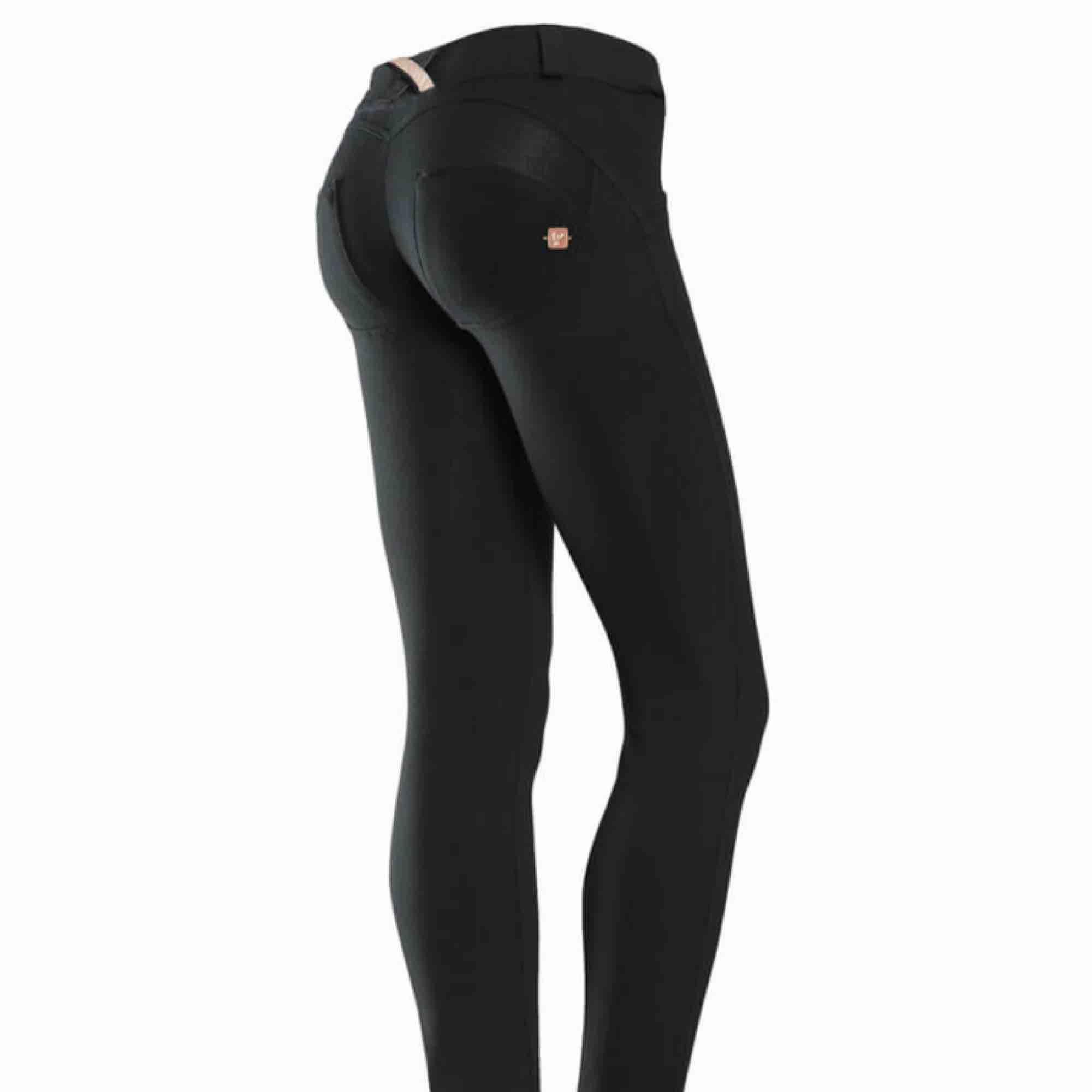 Svarta byxor från Freddy wr.up, dem är bara använda ca 3 gånger och är äkta, väldigt snygga men använder inte . Jeans & Byxor.
