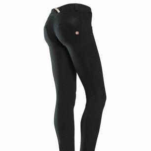 Svarta byxor från Freddy wr.up, dem är bara använda ca 3 gånger och är äkta, väldigt snygga men använder inte