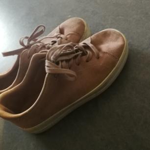 pastellrosa platå sneakers från even and odd strl 39,säljer pga för små