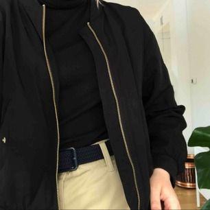 En skitsnygg jacka från Monki i gott skick! Möts upp i Umeå eller fraktar för 55 kr!💫