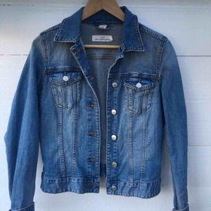Snygg jeansjacka från H&M.