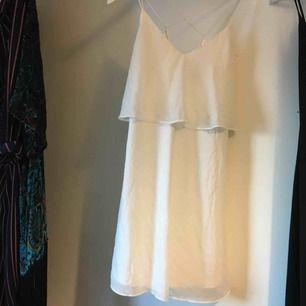 Jättesöt klänning ifrån Vila! Perfekt till studenten 😍👍🏽