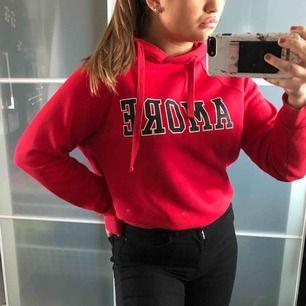 Röd Hoodie ifrån gina tricot  S Köparen står för frakt!!