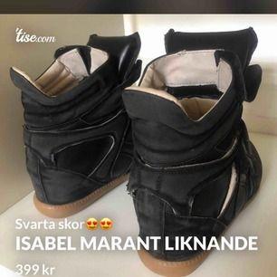 Hejhej! Säljer väldigt fina skor!!🤤 märke och storlek är oklart då det inte står i skon(???) i fint skick!🥰