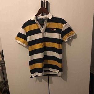 Zara pikétröja köpt online, aldrig använd! Säljes pga. att den inte riktigt är min stil och kommer därför inte till användning.