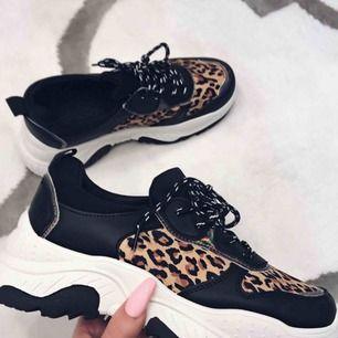 Jättesnygga aldrig använda chunky leopard sneakers. Tyvärr för stora för mig som har stl 40! Frakt tillkommer