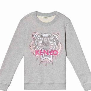 ÄKTA!! Kenzo sweatshirt, passar storlek xs/s  Använd ca 2-3 gånger max Köptes för 1899kr