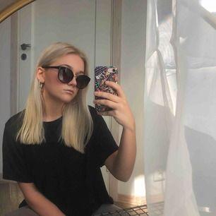 Solglasögon i perfekt skick 🌞 Från Moschino
