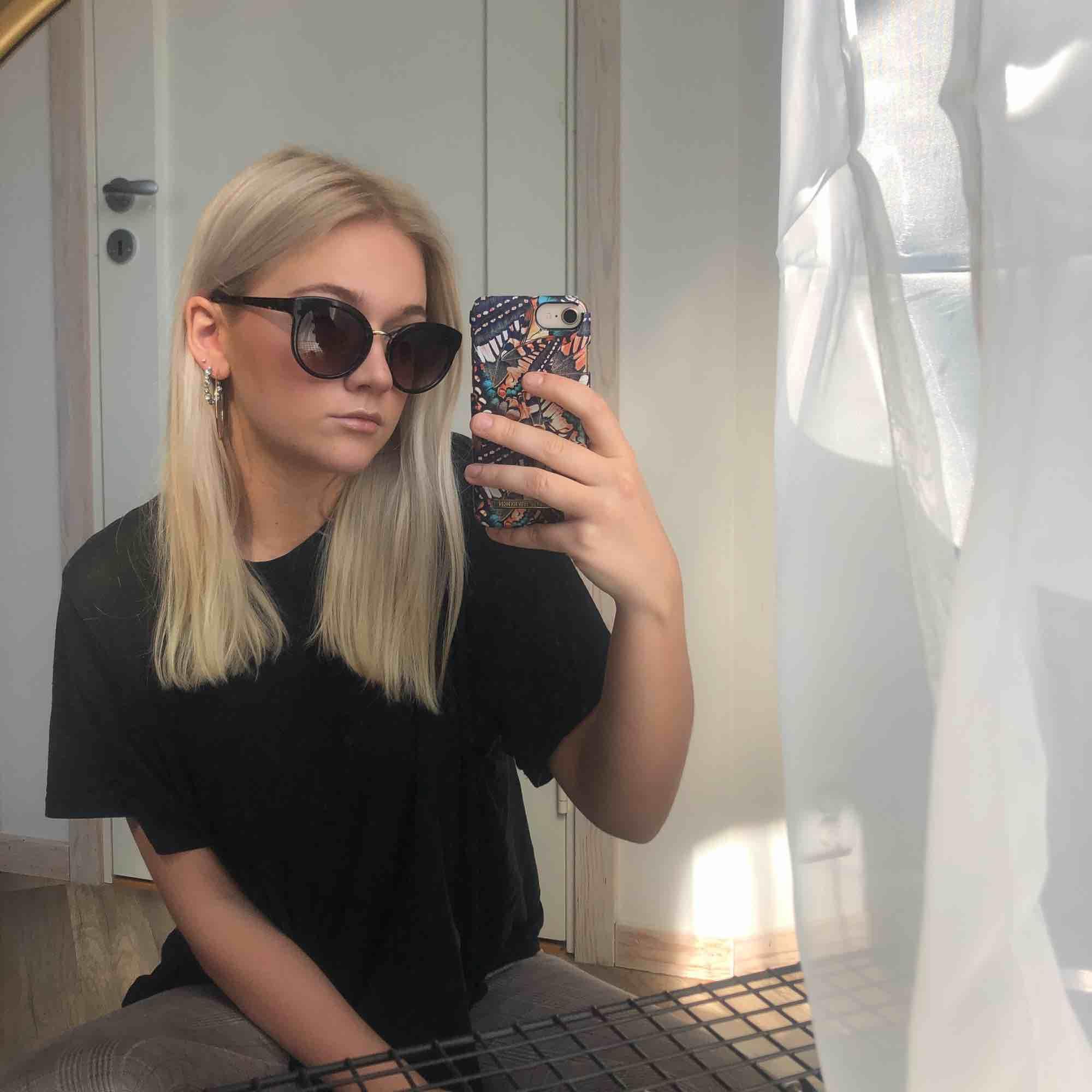 Solglasögon i perfekt skick 🌞 Från Moschino . Accessoarer.