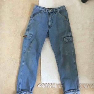 Säljer Napapijri-jeans, väldigt bra skick, rediga jeans med bra passform!   Kan mötas i Gbg eller så står köparen för frakt!