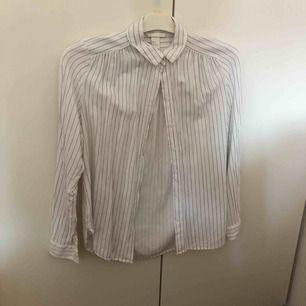 Randig skjorta från hm, tunt mjukt material. Frakt tillkommer