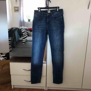 Äkta lee jeans, för korta för mig. Frakt tillkommer.