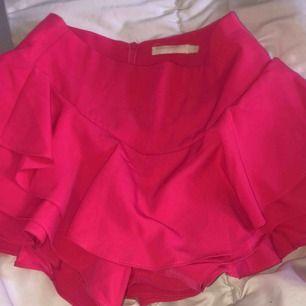 Rosa shorts, ser ut som en kjol på. Frakt 35kr