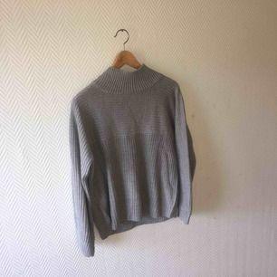 Grå tröja från monki, säljes pga används inte längre