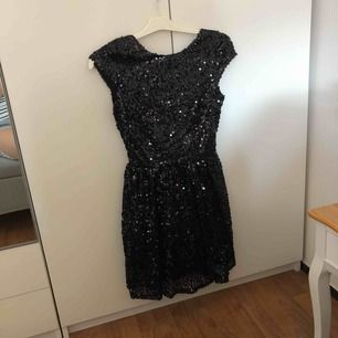 Svart paljett skater klänning. Perfekt som den lilla svarta 😀