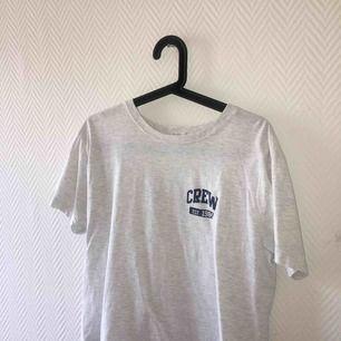 Grå tshirt från Brandy Melville, knappt använd o säljes därför ☺️