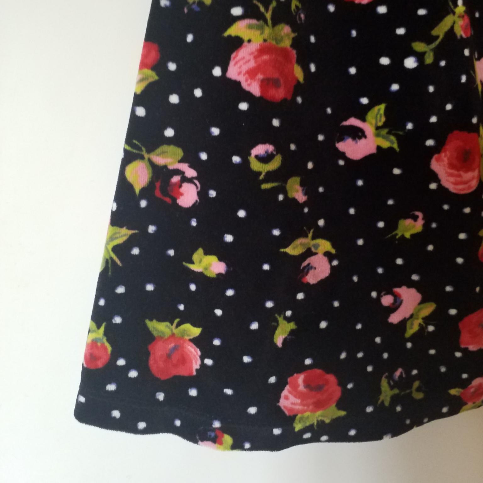 Jättefin klänning i velour/sammet, storlek S. Klänningar.