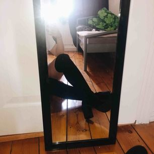 Supersköna och super snygga over-knees från Nelly. Ordinarie pris 650kr aldrig använda på grund av inte min stil  frakt står köparen för
