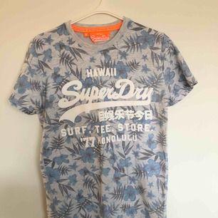 T-shirt från superdry! Jättebra skick och skönt material! Priset är inklusive frakt!