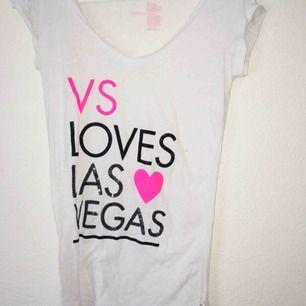 Victoria secret T-shirt, strl S. Köparen står för frakt💗 hör av dig vid frågor!