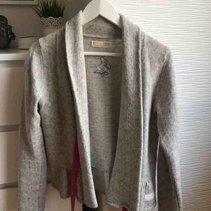 Odd Molly tröja! Väl använd men i väldigt fint skick. Skön och fin att ha på sig, passar till mycket.